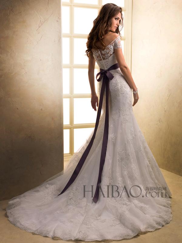 作为2013最流行的婚纱款式之一,裸肩婚纱成就了婚礼上那个高清图片